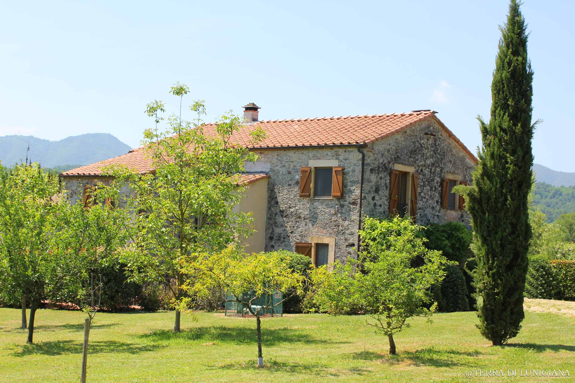 LA LUNA – Renovated Farm House with Land and Swimmingpool