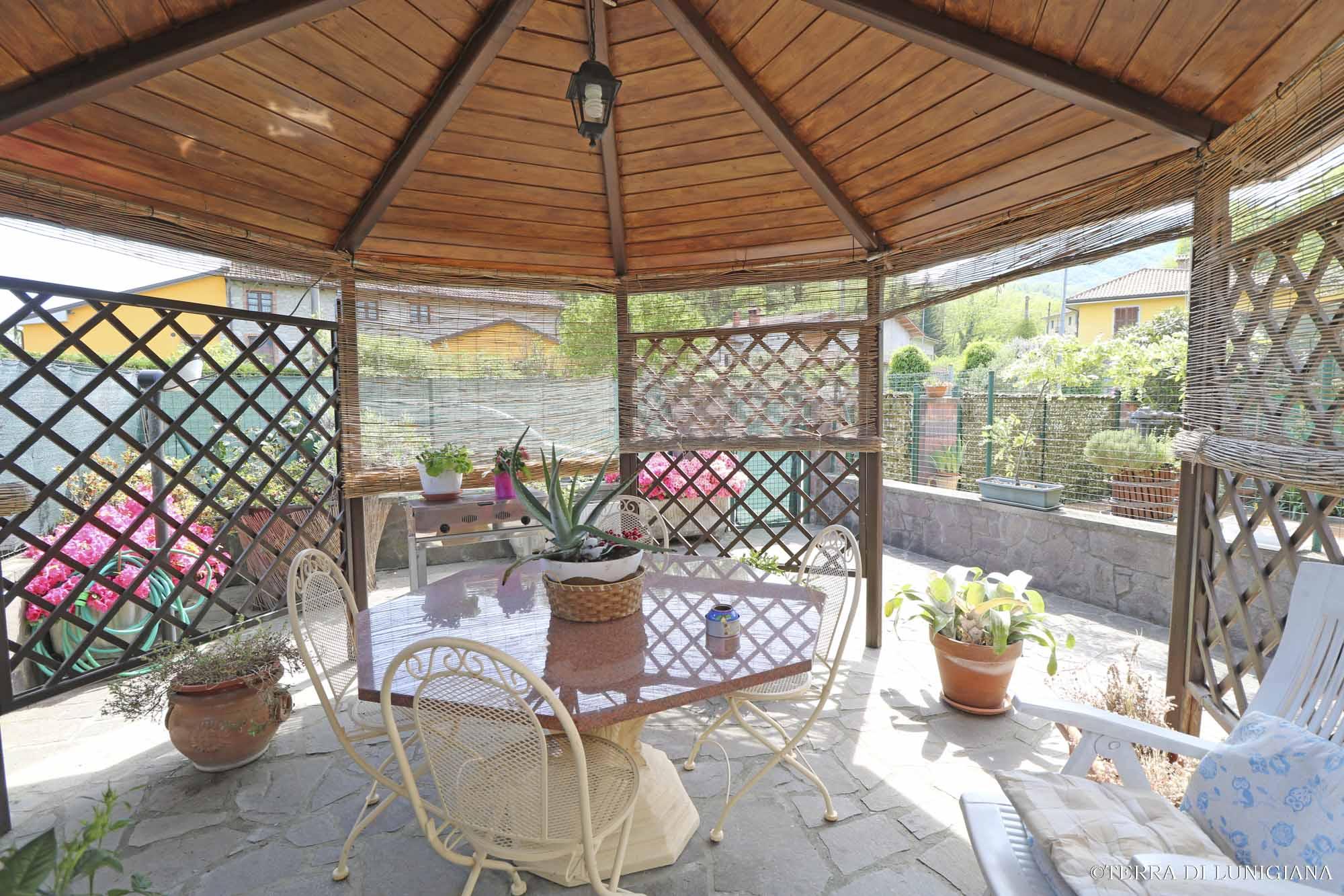 LA CASA NEL BOSCO – Antico Casale Restaurato con Terreno