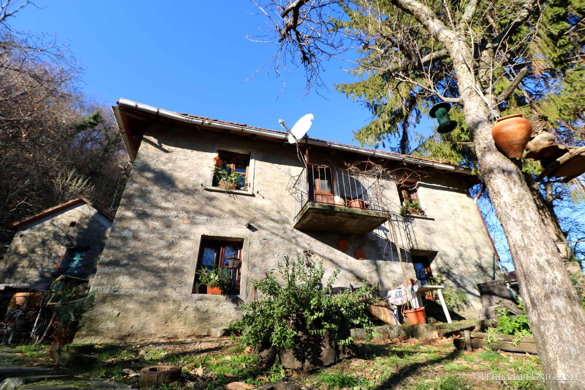 CASA MARIA – Three Stone Houses With Land