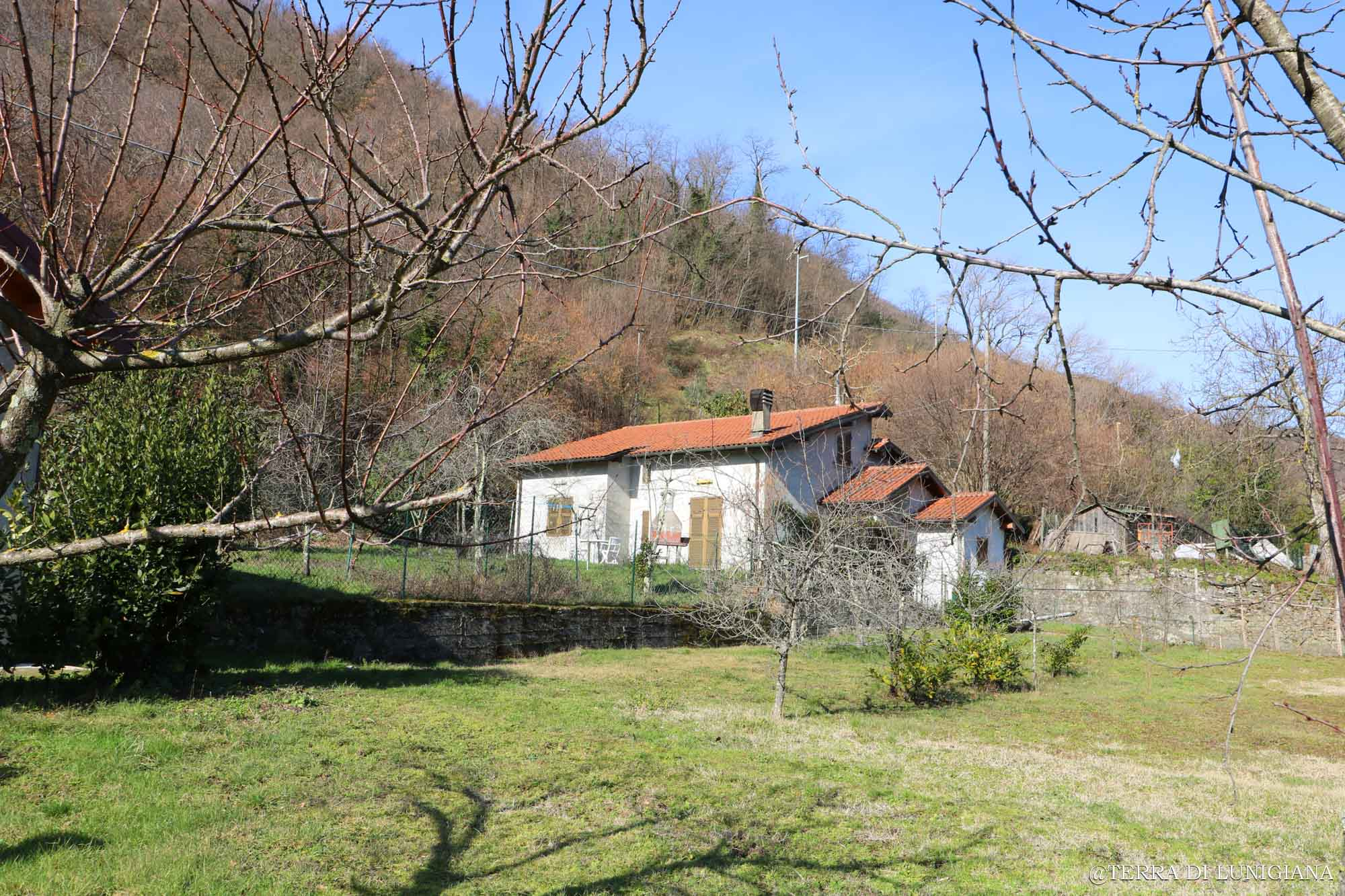 LA NESPOLA – Detached House with Land