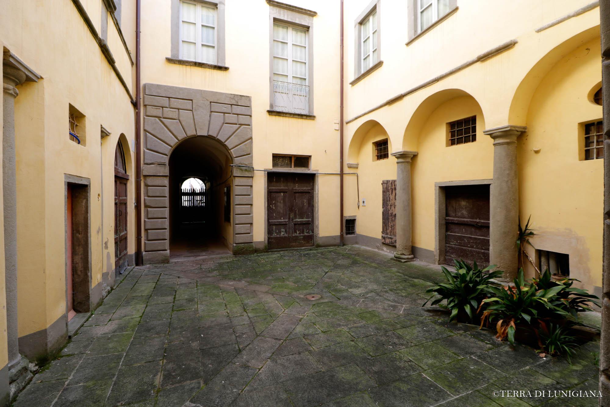 Lo scacco appartamento con giardino terra di lunigiana - Giardino interno appartamento ...