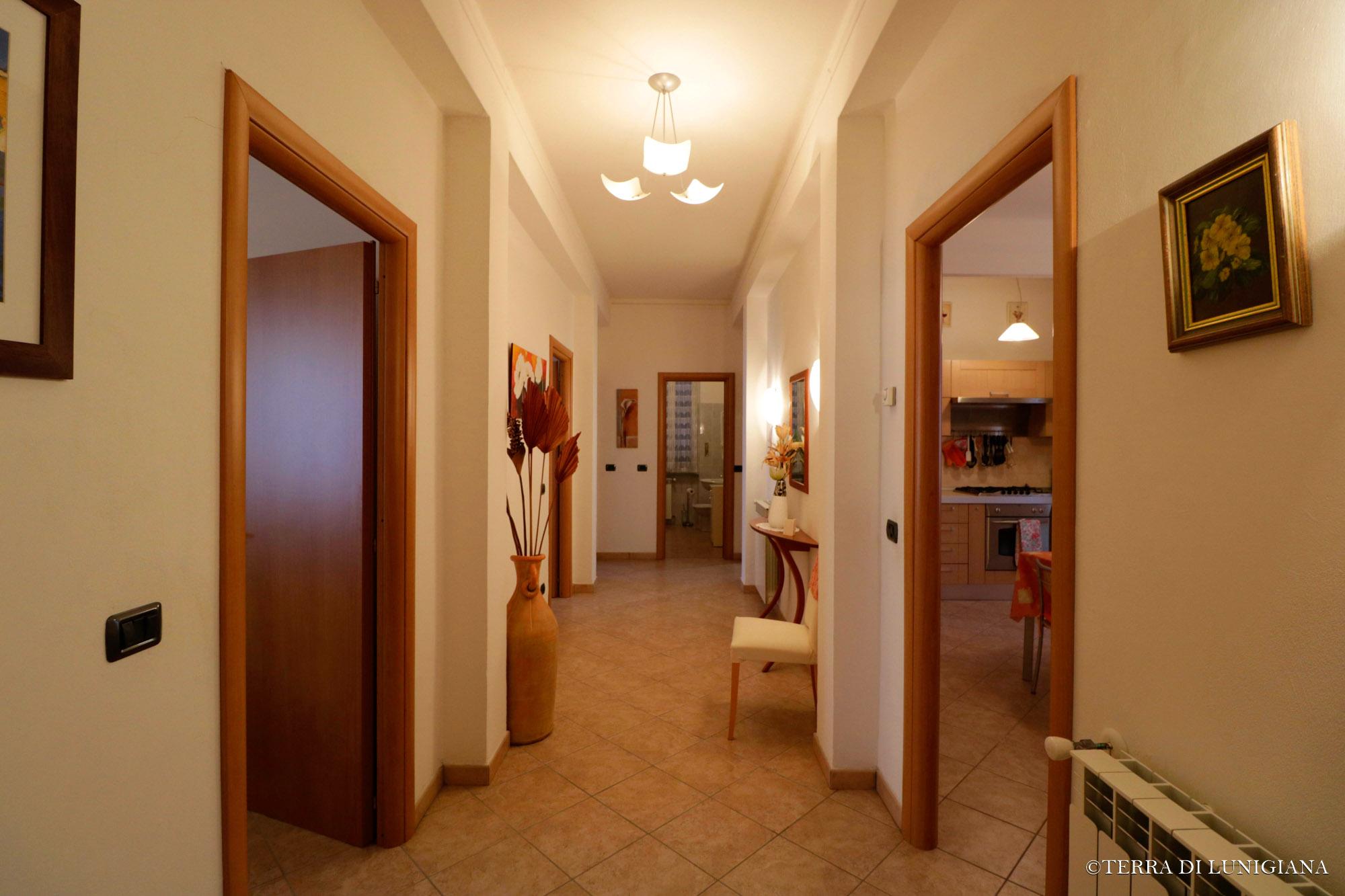 ROMA – Stupendo Appartamento In Villa Rinnovato
