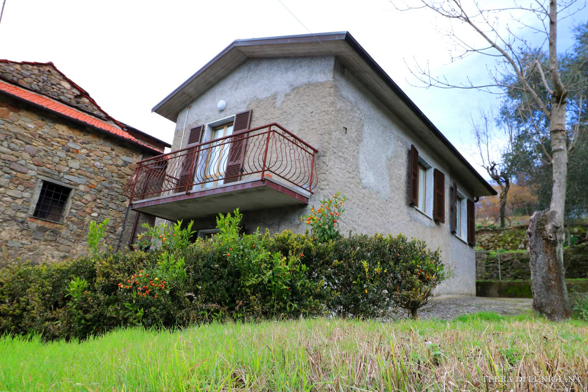 LA FONTANA – Large Country House With Garden