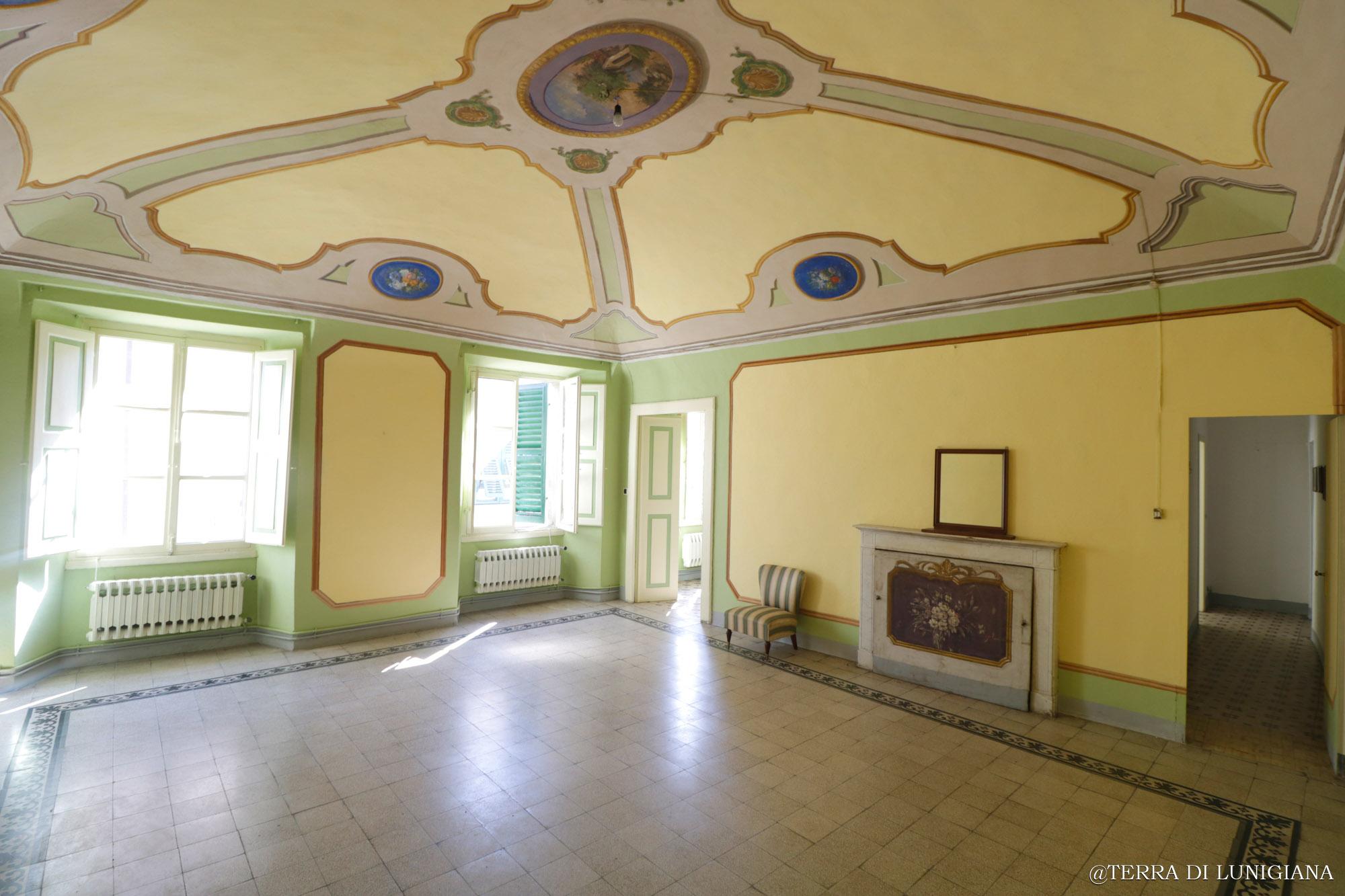 LA CARTA – Stupendo Appartamento Storico con Terrazza e Grandi Cantine