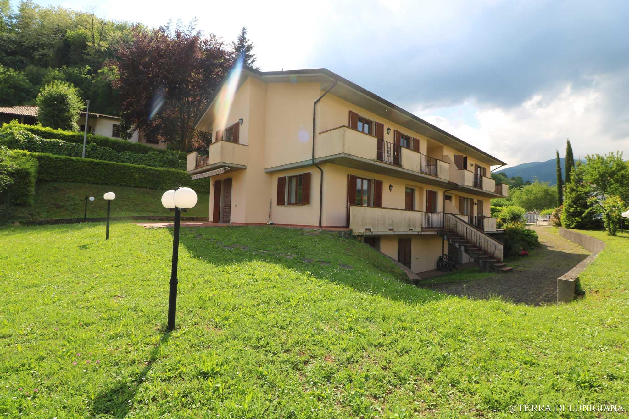 LA PRUGNA – Grande Villa con 5 Camere, Garage e ampio Giardino