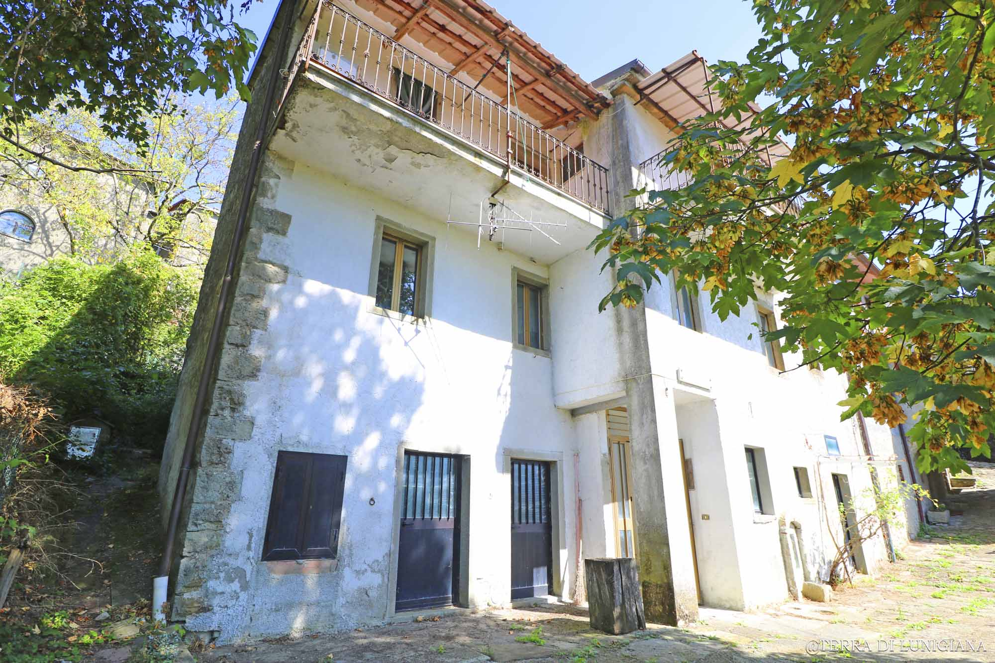 LA BIETOLA – Large Country House with View