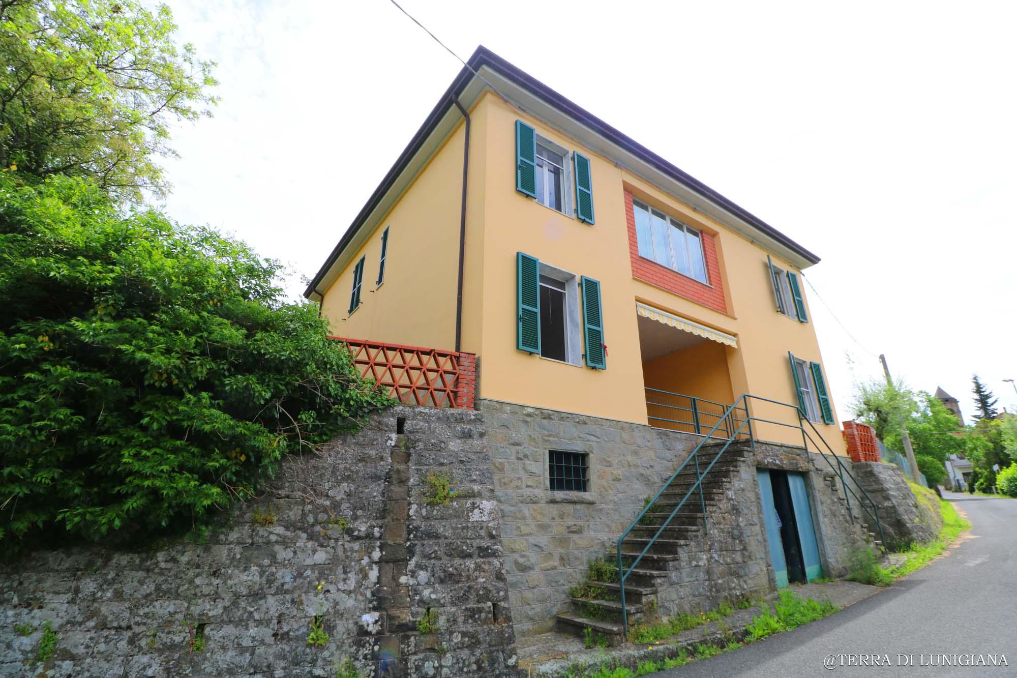LA CERA – Grande Villa Indipendente con 4 Appartamenti in posizione Panoramica