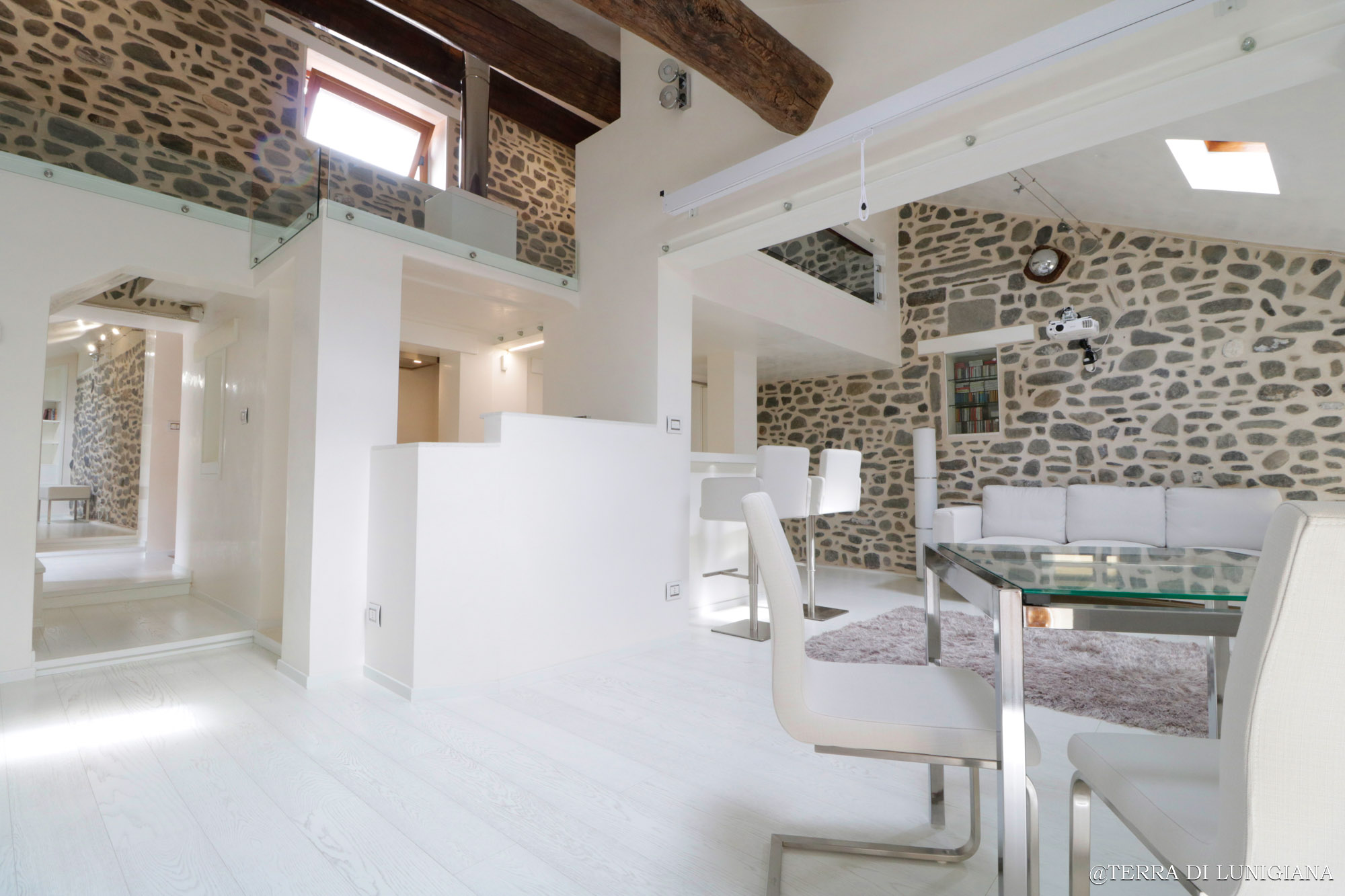 LA MORA – Amazing Renovated Loft