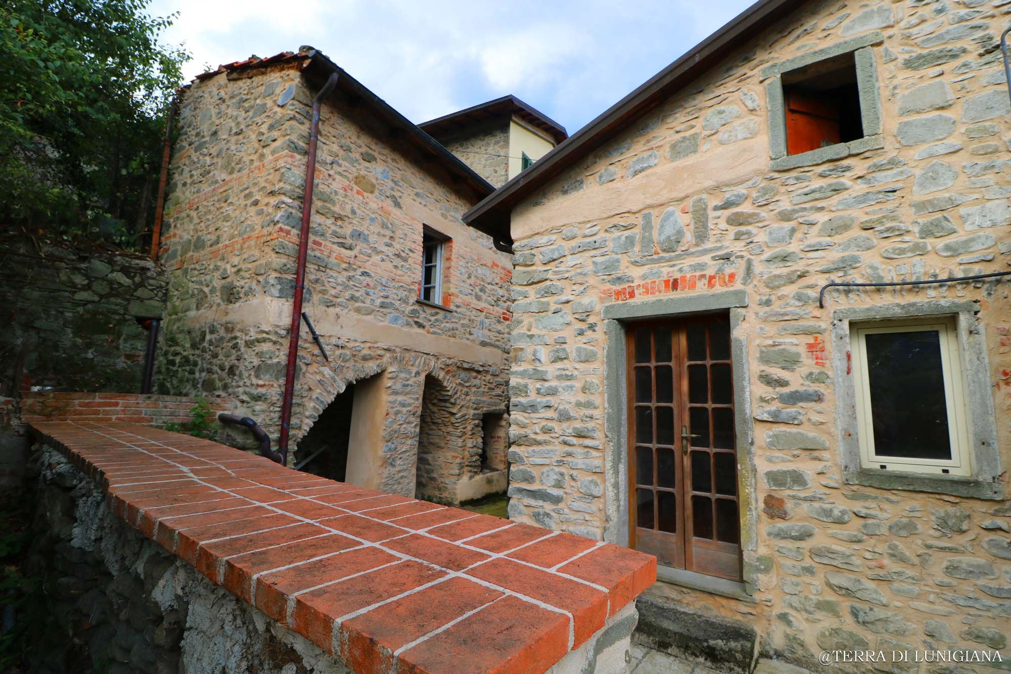 LA MELA – Renovated Stone House with Terrace and Garden