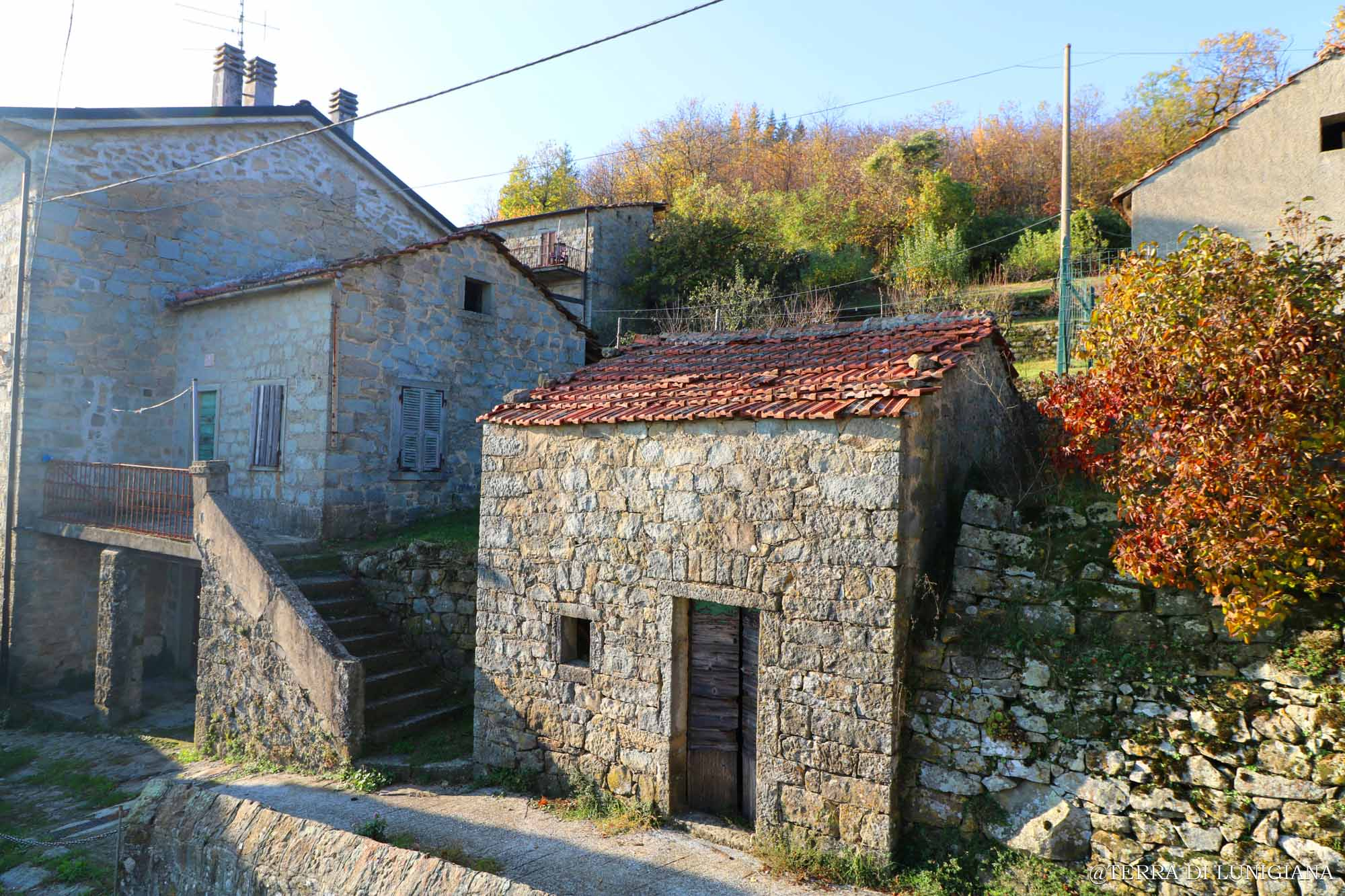 L'ALBA – Two Stone Houses with Garden