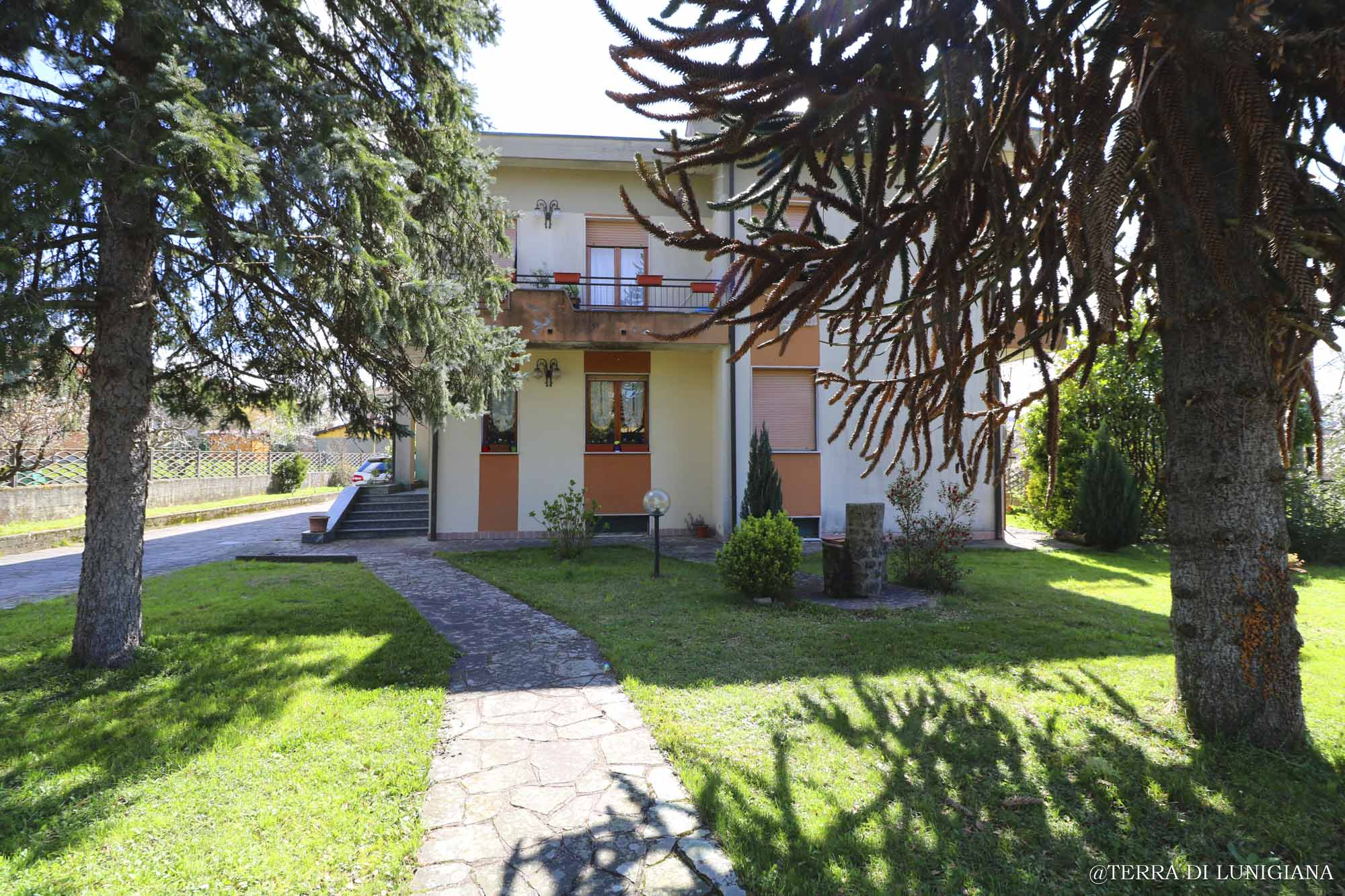 LA GIOVENTU' – Apartmen in Villa with Garden