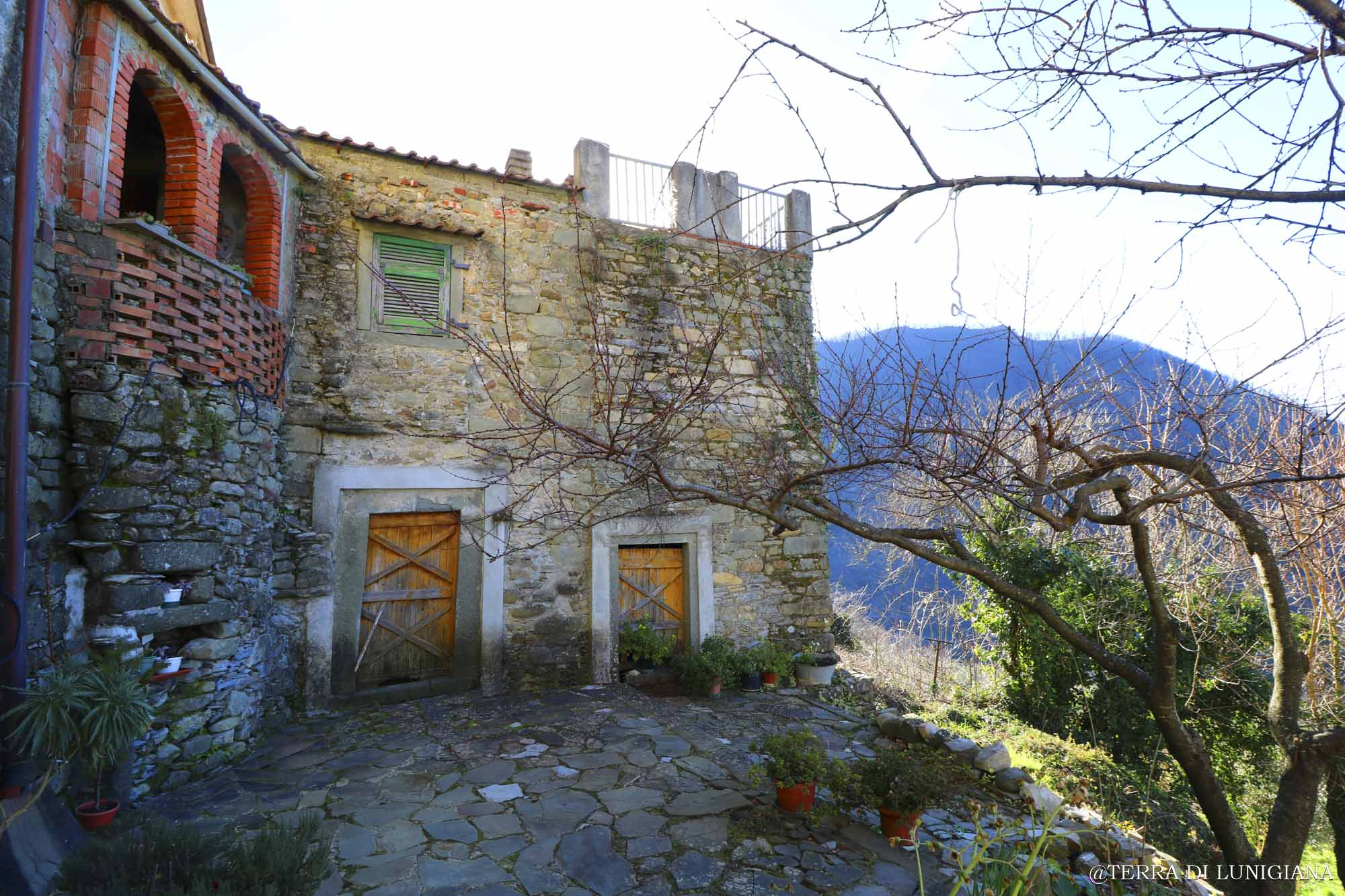 CASA DI MICHELE – Stone House with Terrace and Garden