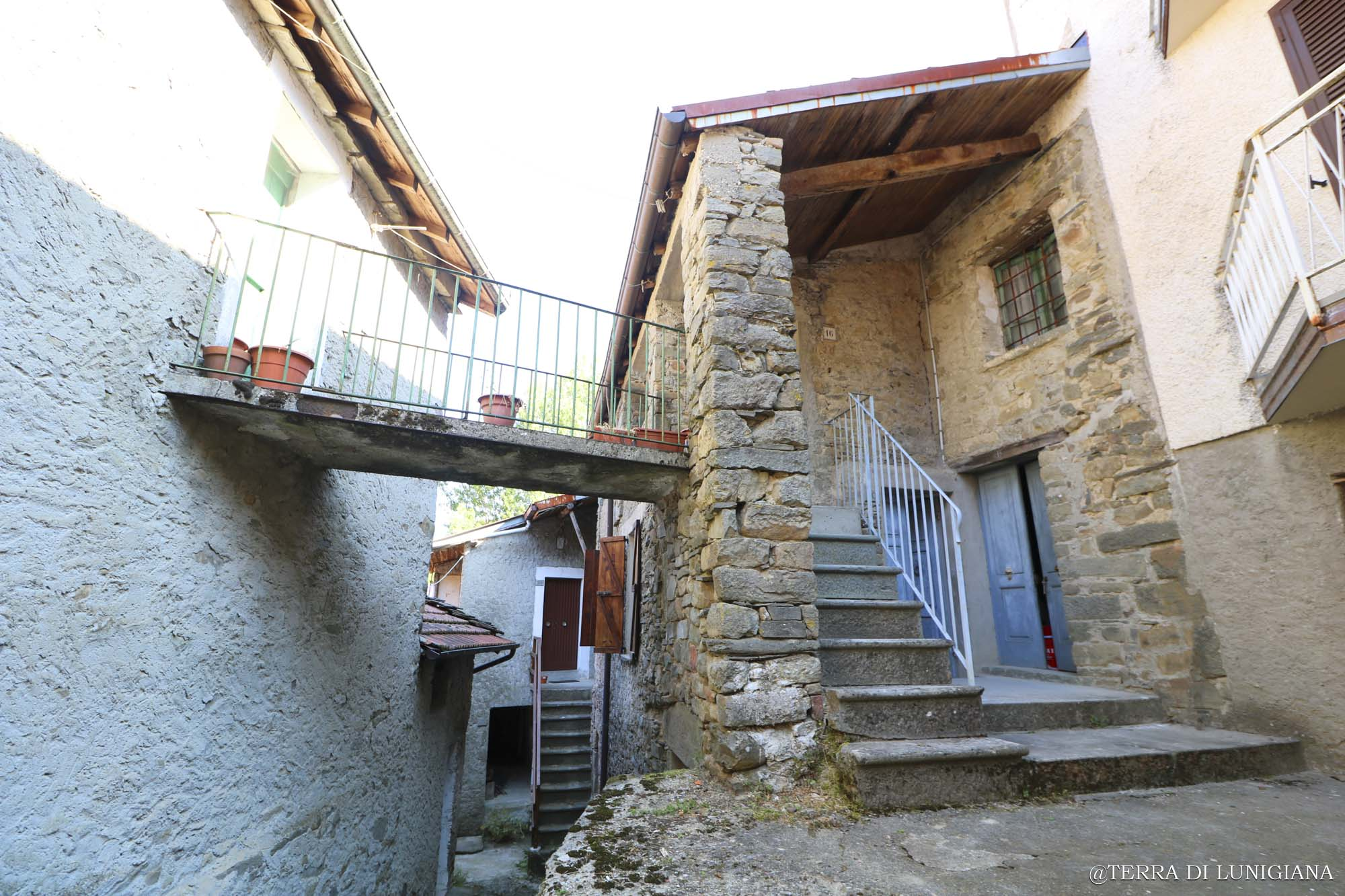 CA' PIERINA – Stone House with Terrace and Garden