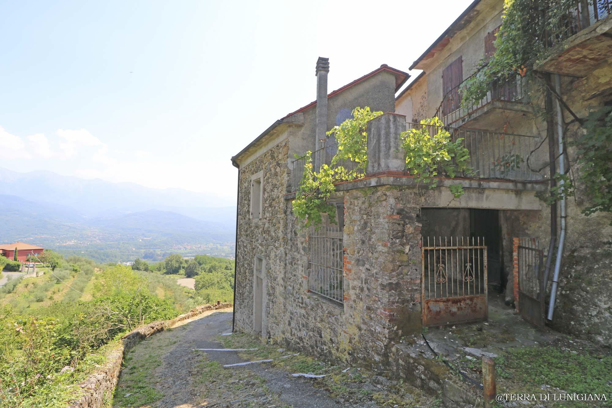 BELLA VISTA – Casa in Pietra con Terrazza e Vista