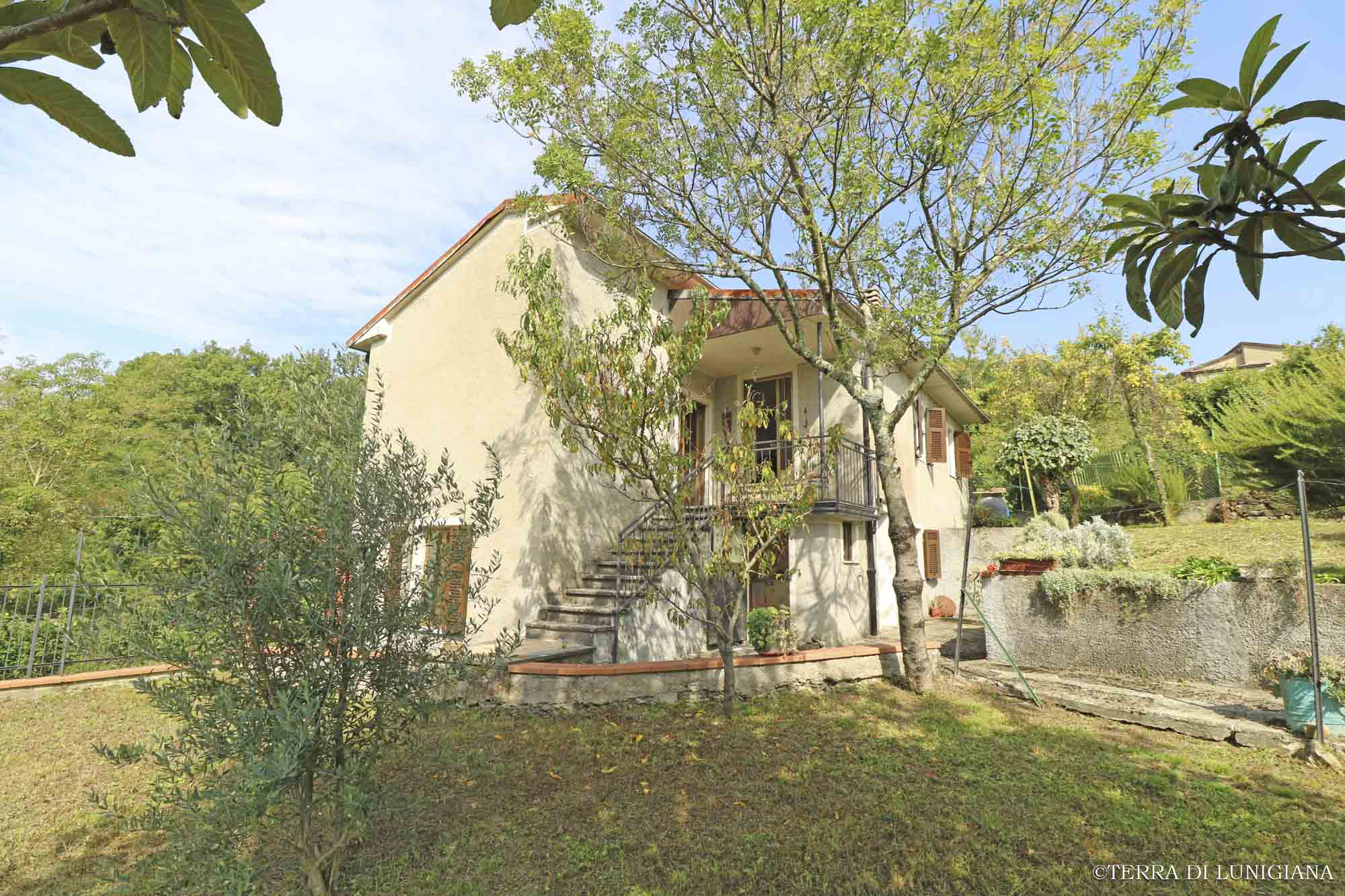LA CAMPAGNA – Detached Country House with Garden