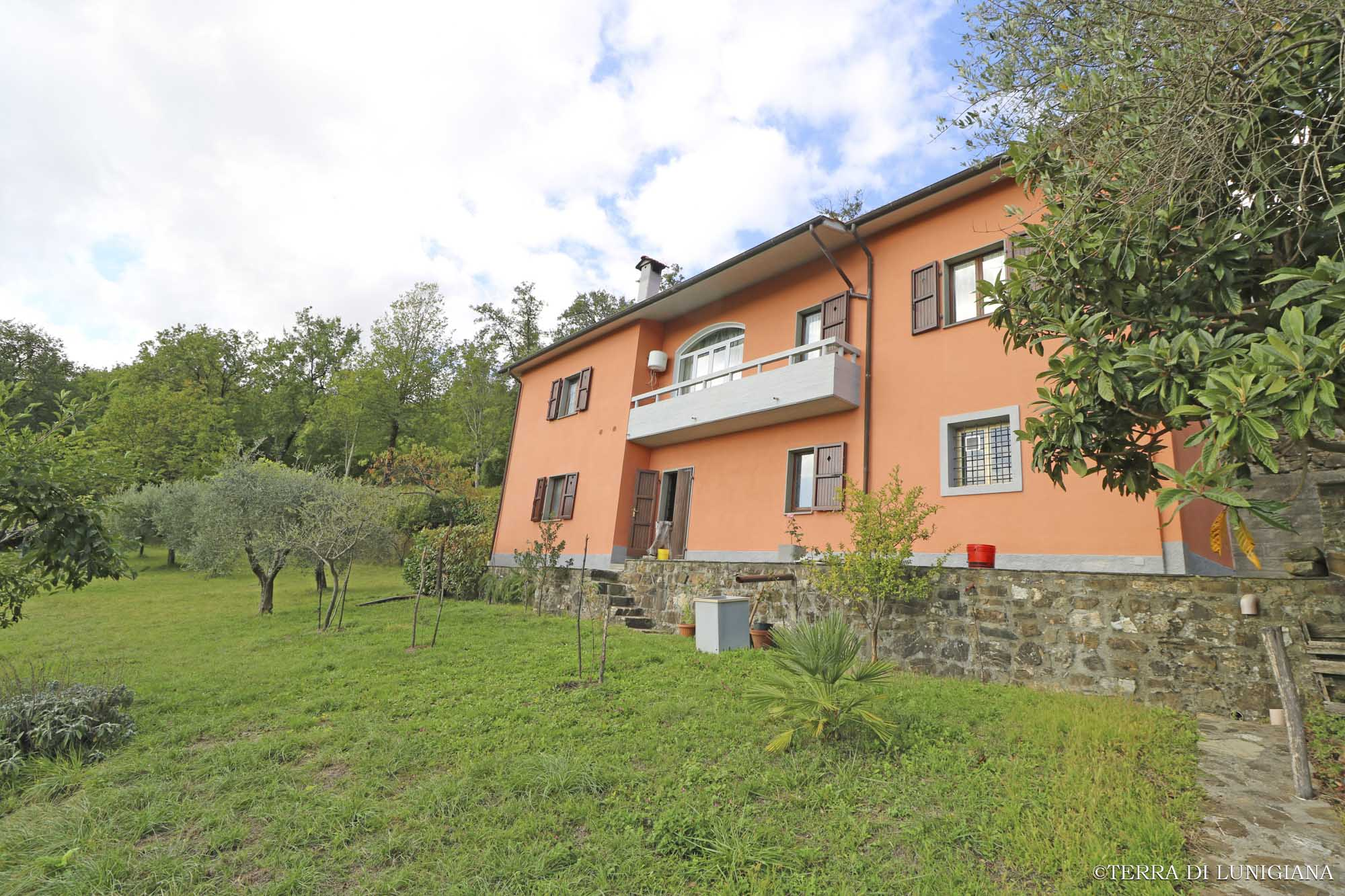 CA' DI RINO – Detached Country House with Land