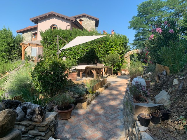 SETTIMO CIELO – Charming  Country House with Land