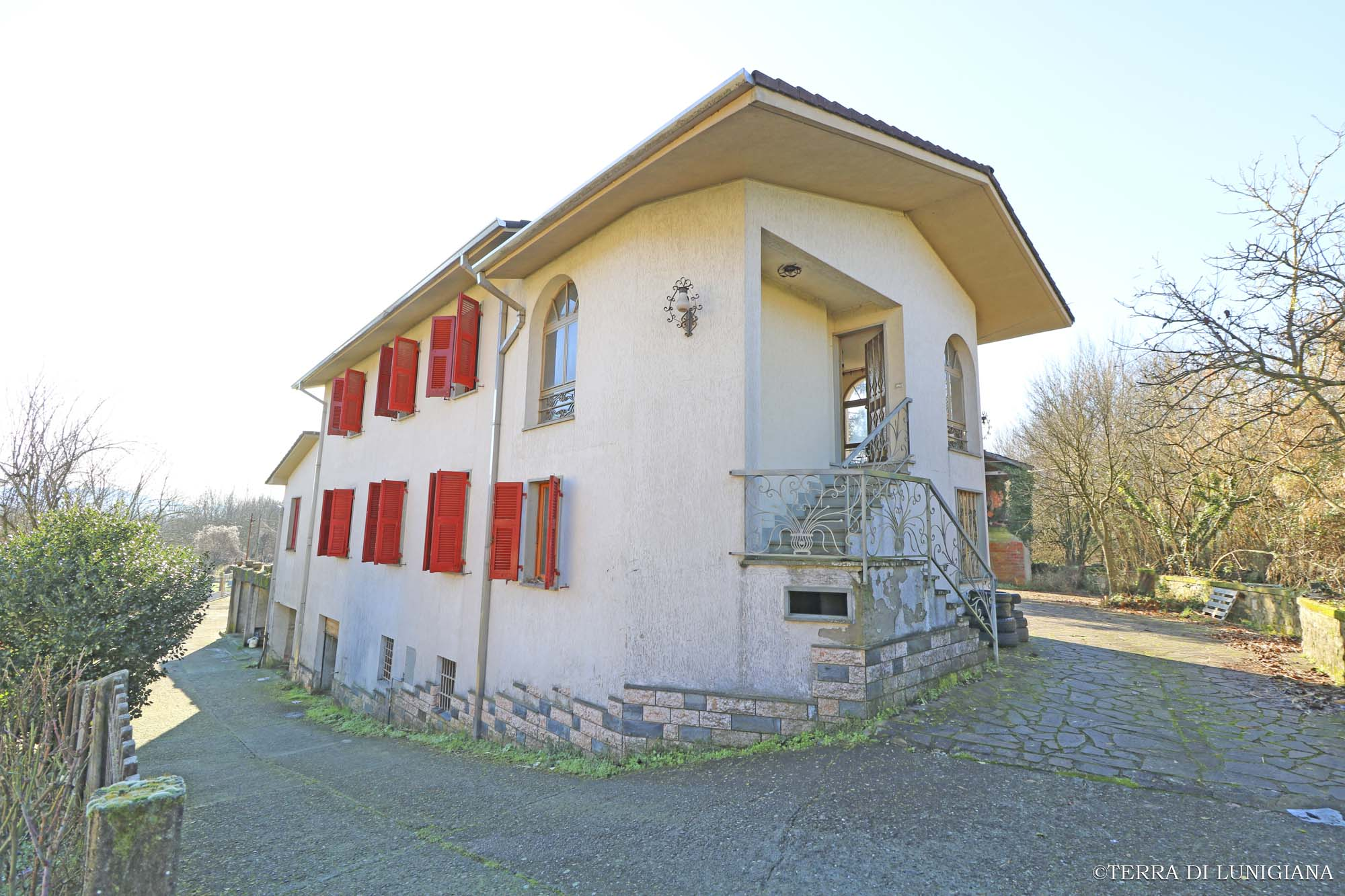 LA BRAIA – Independent Stone House with Land and Barn