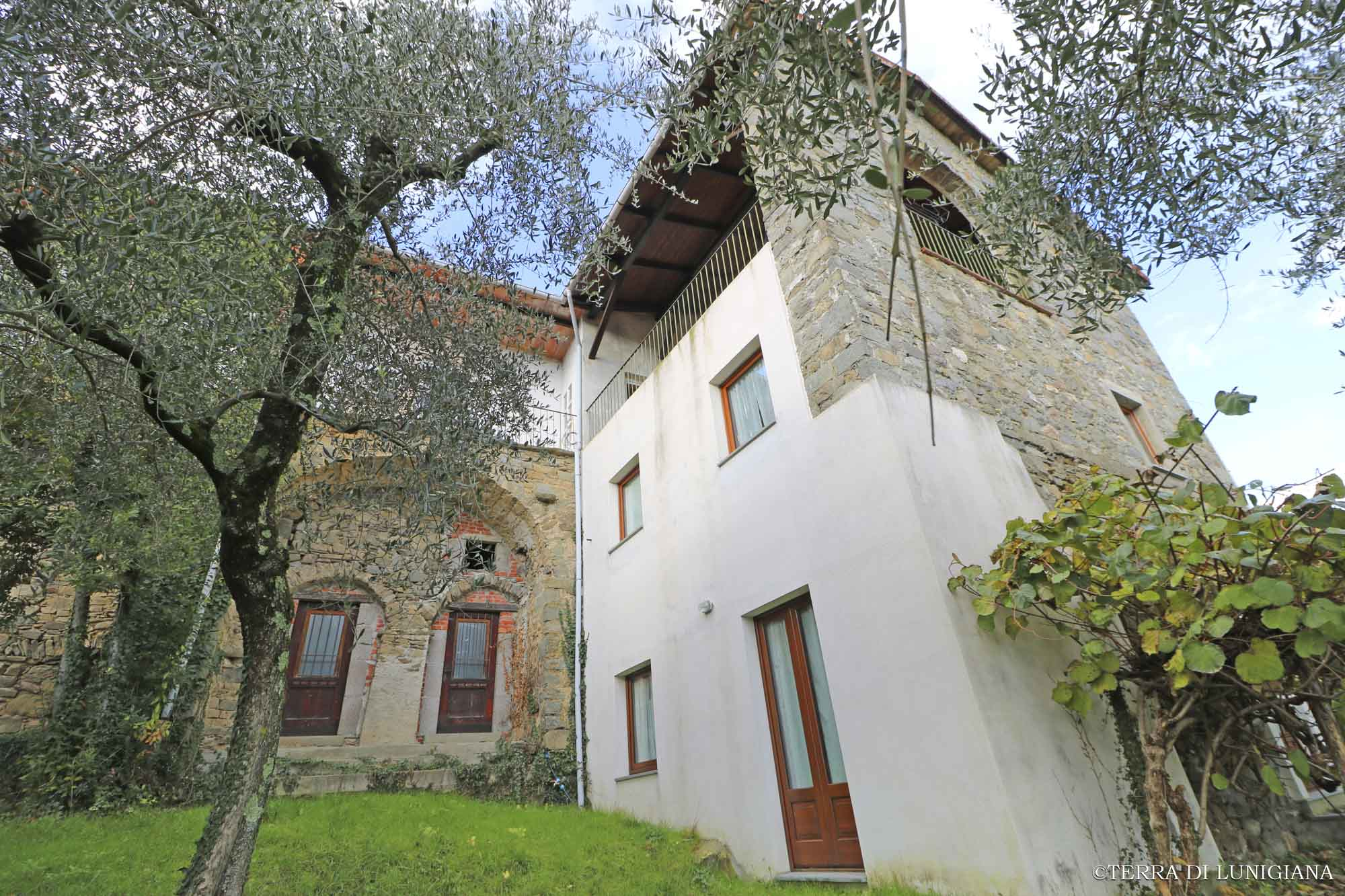 IL VOLO – Restored Country Stone House with Panoramic Terrace and Garden
