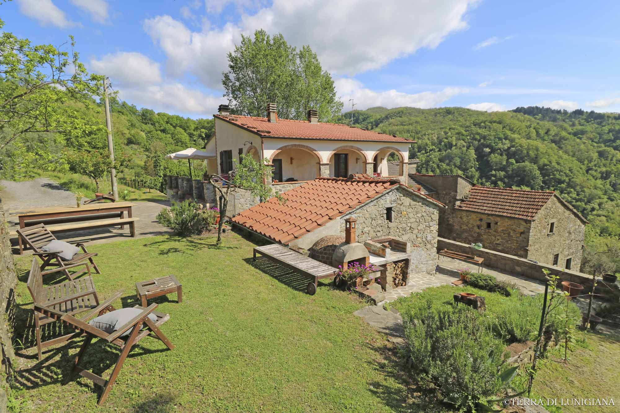 LA RUGIADA – Historic Renovated Country Stone House with Garden