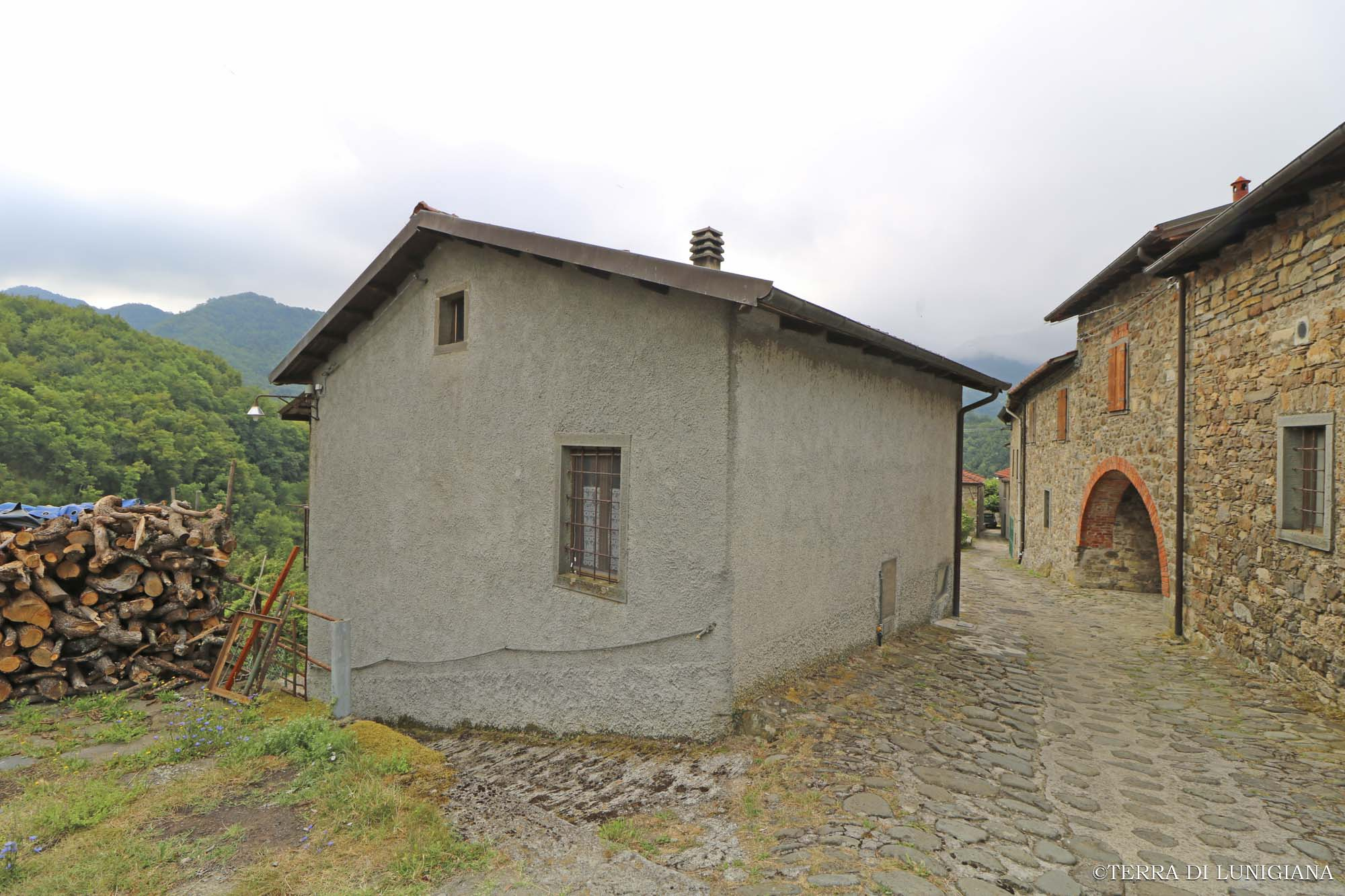 L'ECO – Detached Stone House with Garden