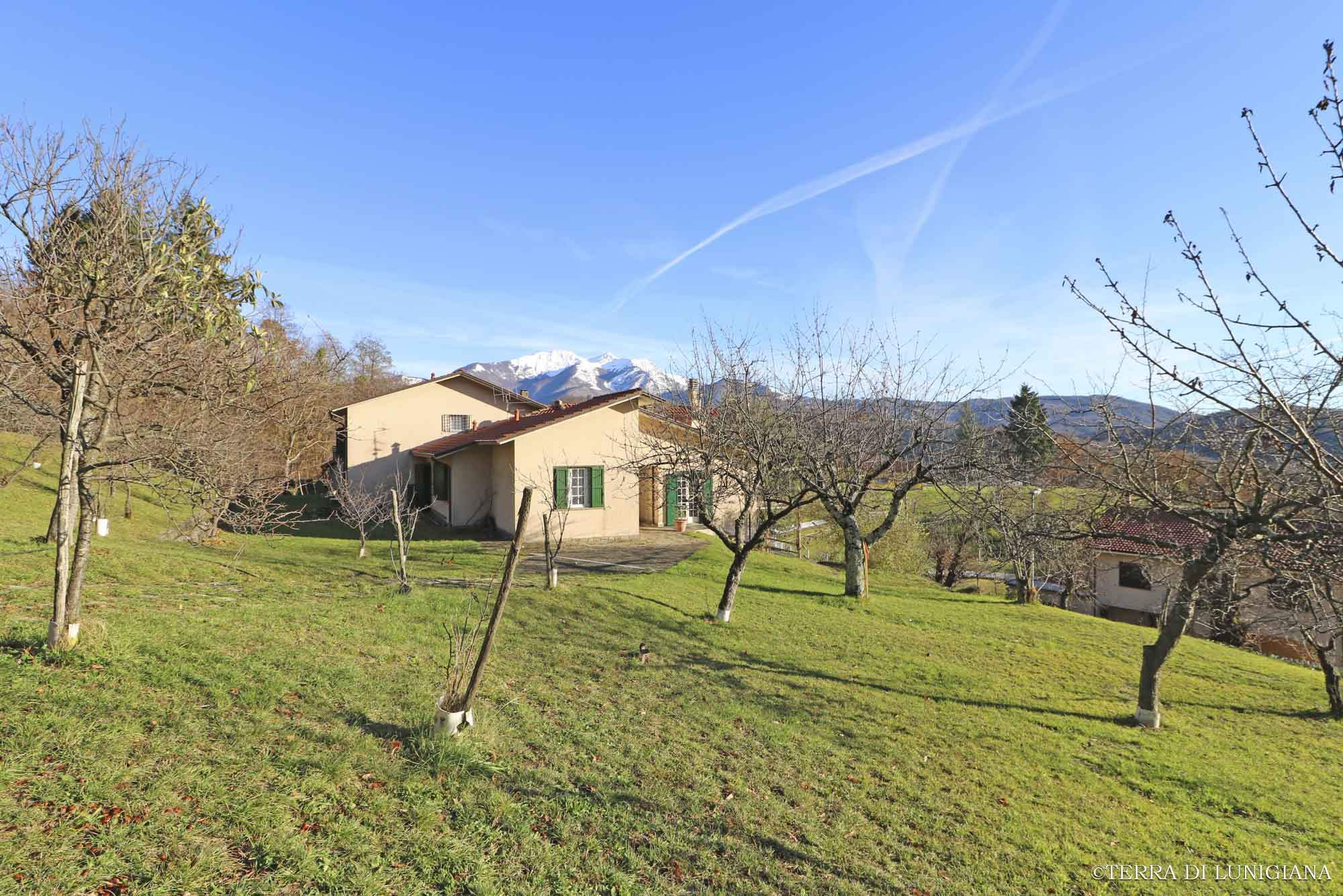 VILLA FIORITA – Detached Villa with Land near the water stream